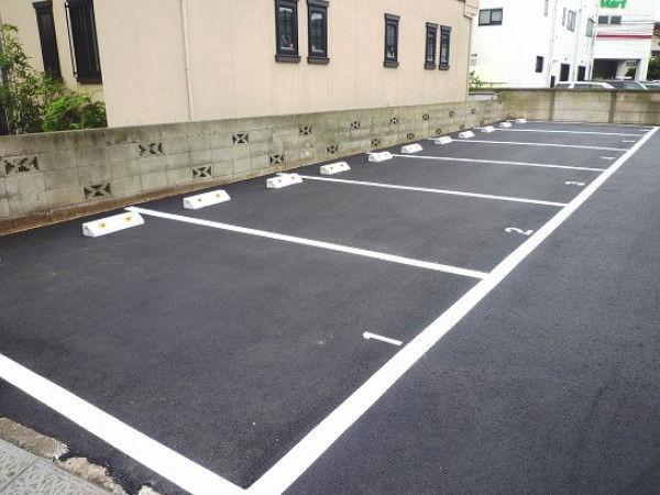 【SOS!】友人アパートの駐車場に車を停めてたんだが、誰かの車で塞がれてて出れない!!!